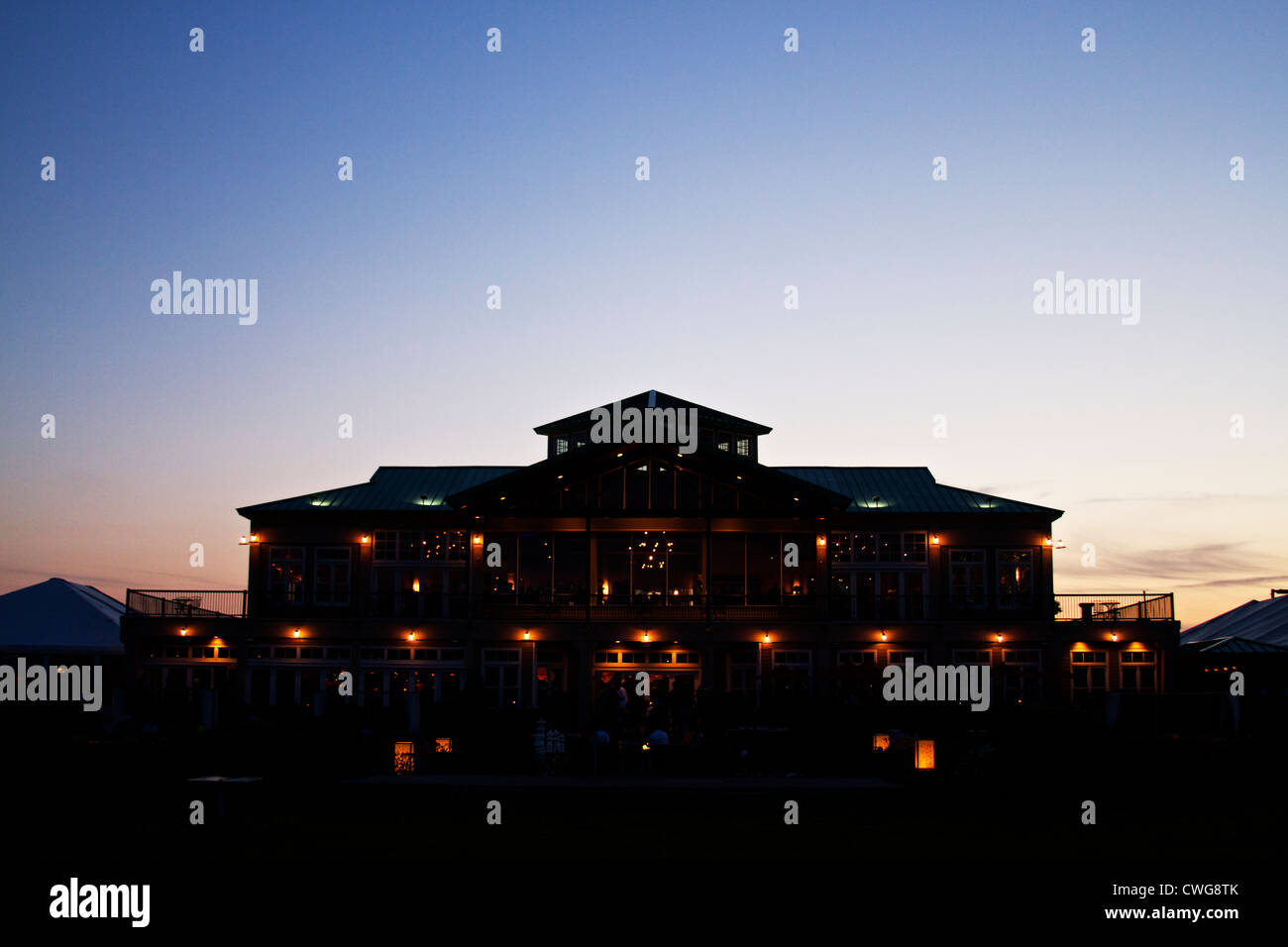 Large building in silhouette darkness dusk - Stock Image