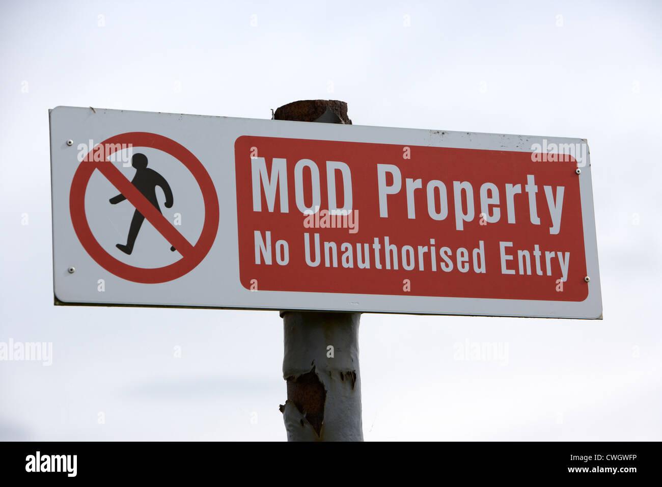 british military of defence property no entry warning sign Scotland, uk, united kingdom - Stock Image