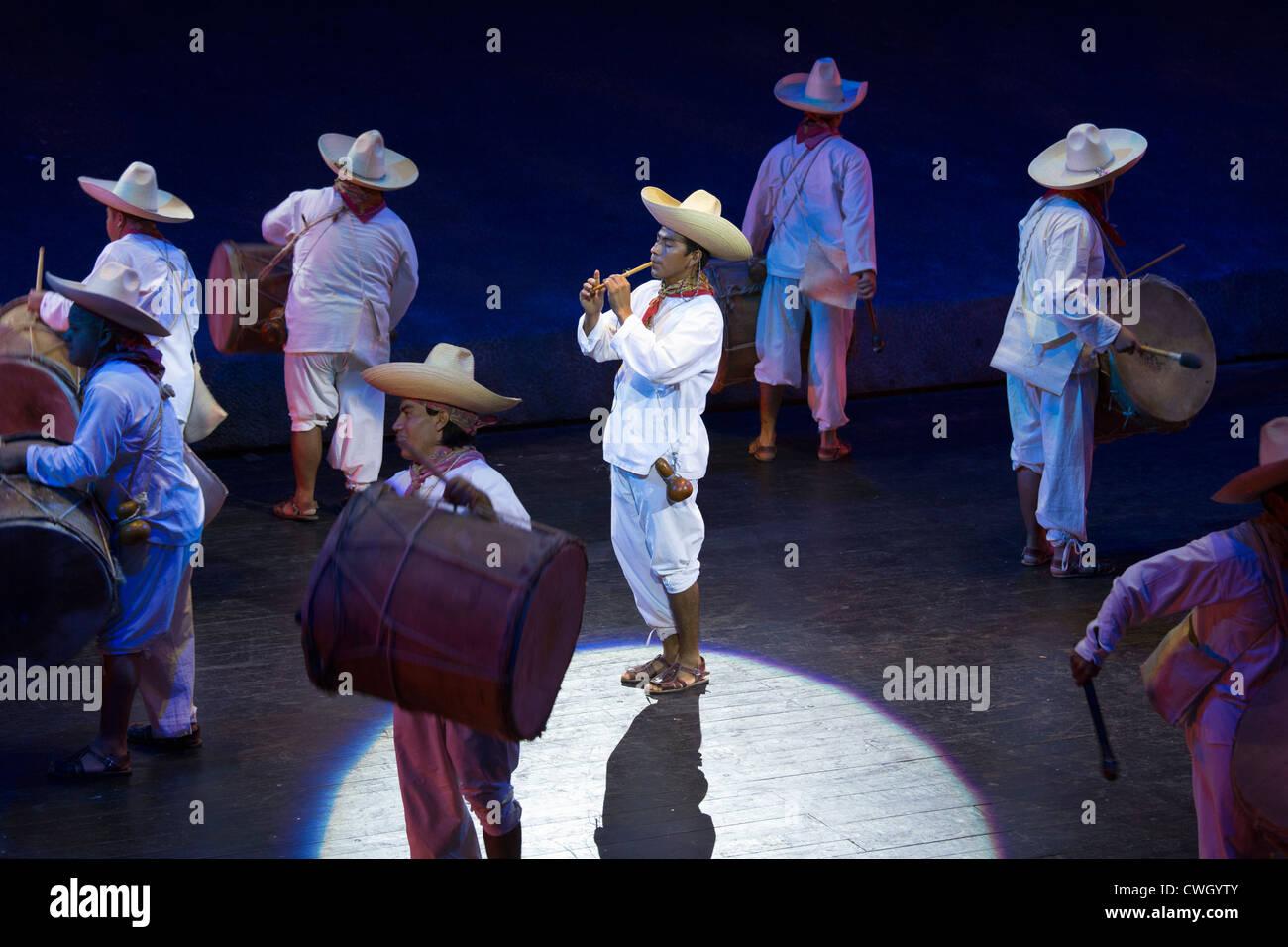 Tamborileros de Tabasco (Tabasco Drummers) Xcaret Mexico Espectular - Stock Image