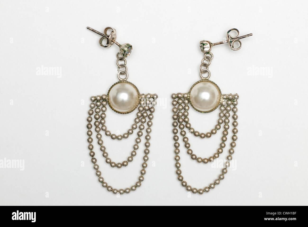 Pair of vintage chandelier pearl dangle earrings - Stock Image