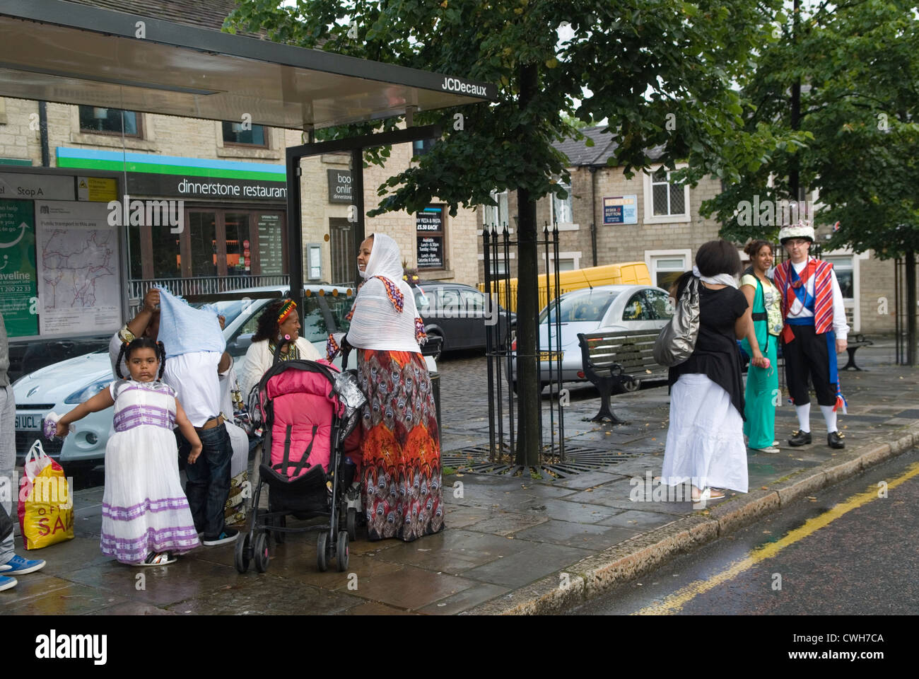 Immigrant family in UK meeting a Morris dancers and take a photo HOMER SYKES - Stock Image