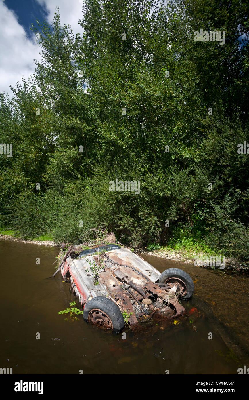 The wreck of a car in the Allier river (Allier - Auvergne - France) Épave de voiture dans la rivière Allier - Stock Image