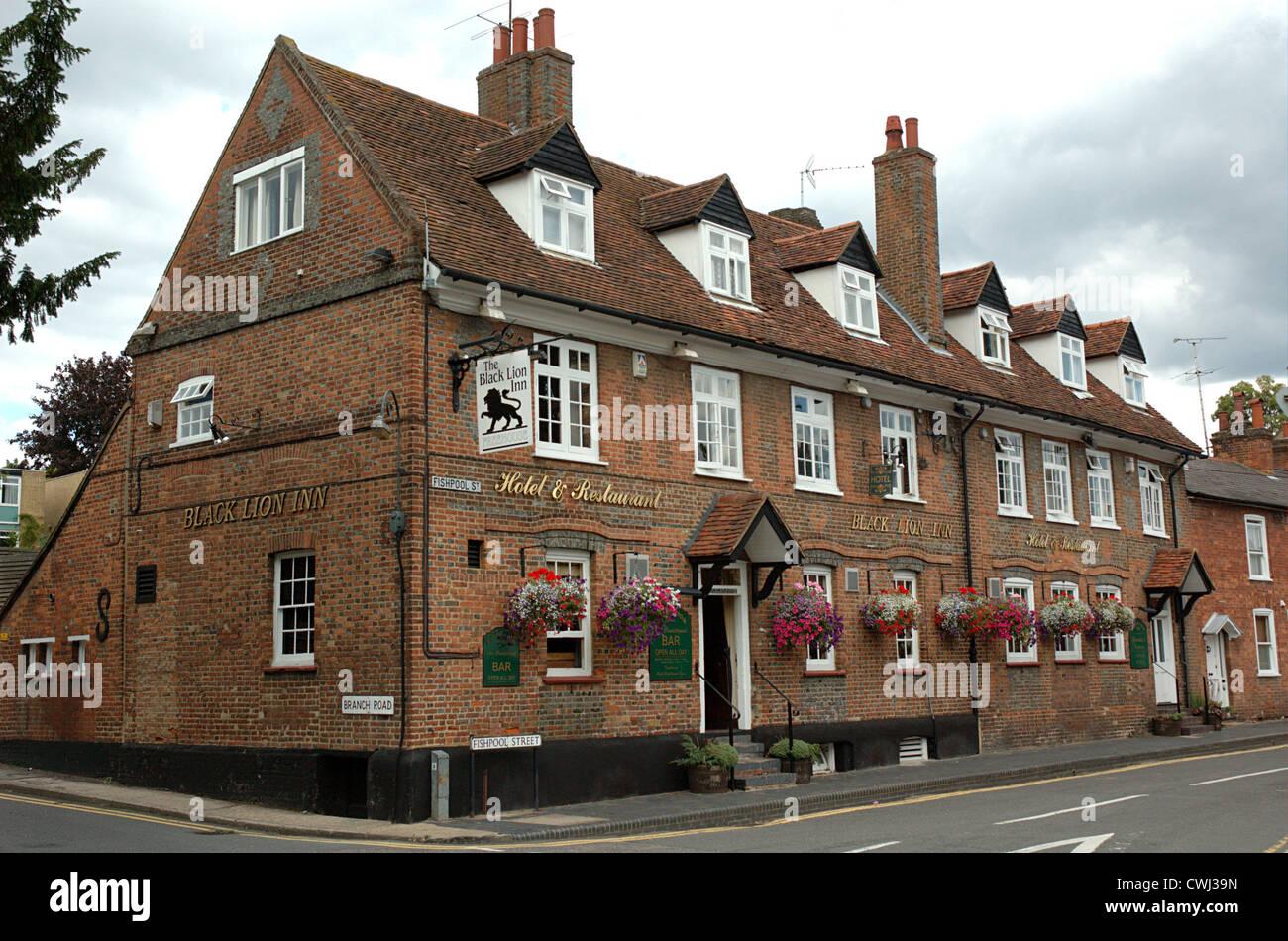 : The Black Lion Inn, corner of Fishpool Street and Branch Road, St Albans, Hertfordshire, England, UK - Stock Image