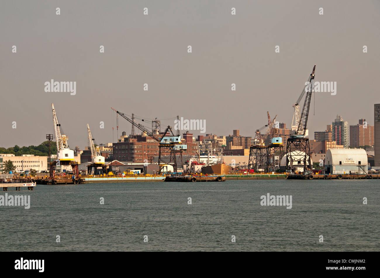 New York City Manhattan Brooklyn Navy Yard port east river Stock Photo