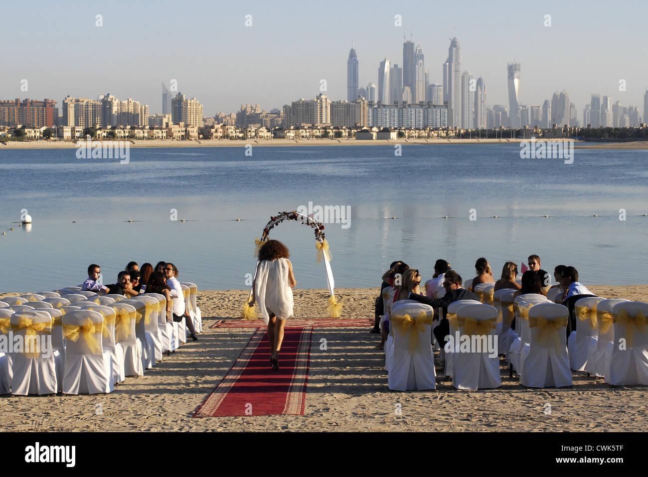 Wedding, Groom, Bride, in the Atlantis Hotel, The Palm, Dubai, UAE, United Arab Emirates, Persian Gulf, Arabian - Stock Image