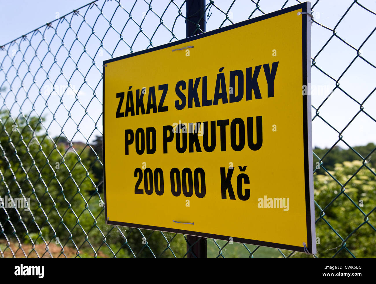tabule Zakaz skladky / sign Dumping not allowed - Stock Image