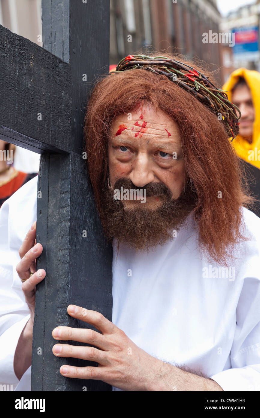 Clerkenwell, The Annual Italian Lady of Mount Carmel Festival Procession, Participant Dressed as Jesus Christ Carrying - Stock Image