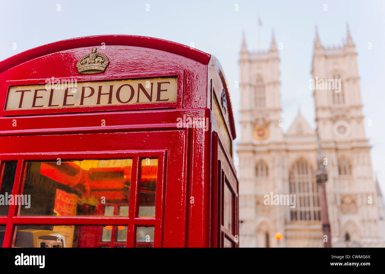 UK, London, Phone booth with Westminster Abbey behind - Stock Image