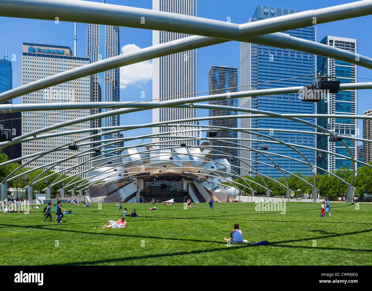 The Jay Pritzker Pavilion and Great Lawn in Millennium Park, Chicago, Illinois, USA - Stock Image
