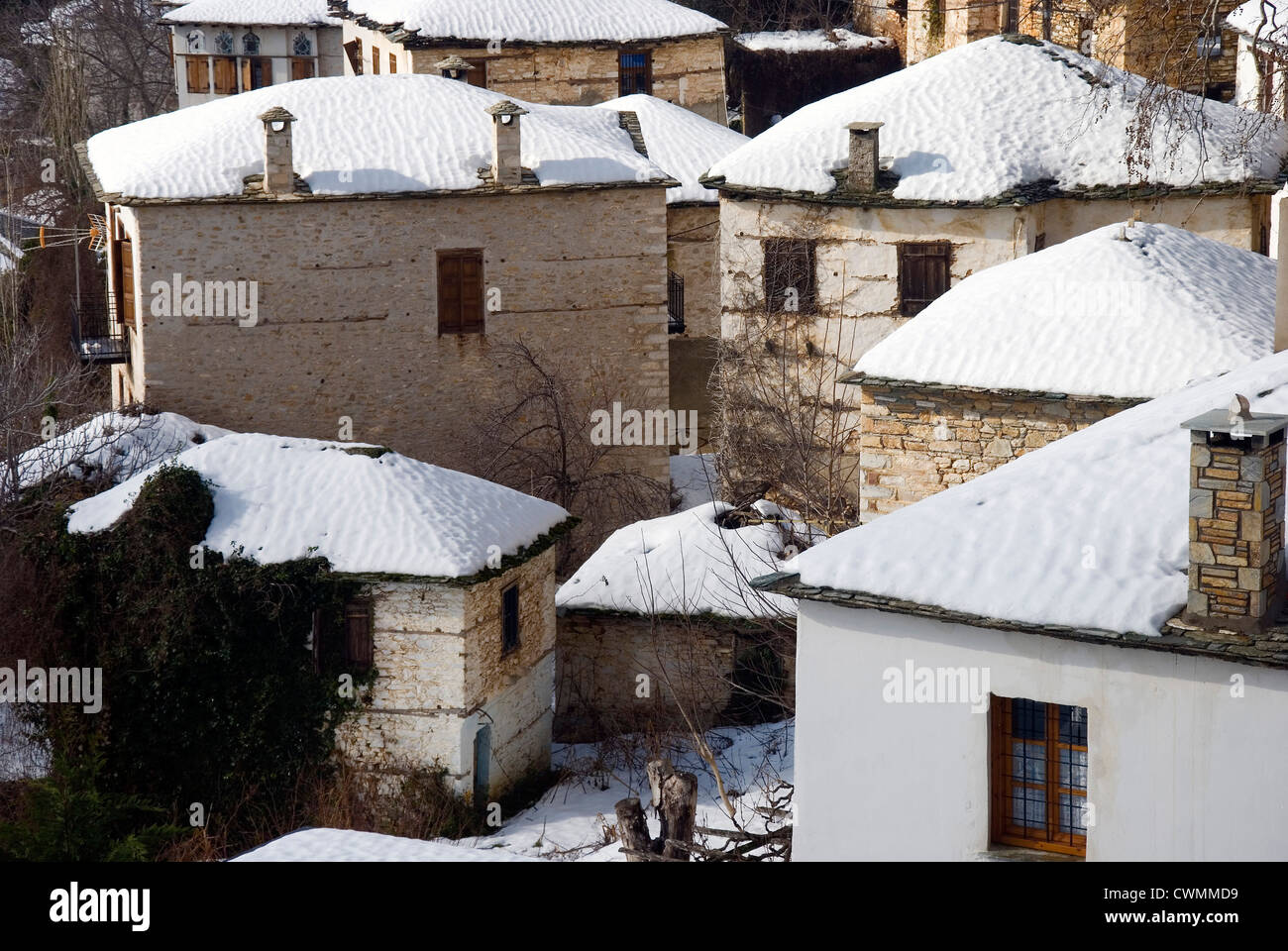 Snowcapped houses in the mountain of village Pinakates in winter (Pelion peninsula, Thessaly, Greece) - Stock Image