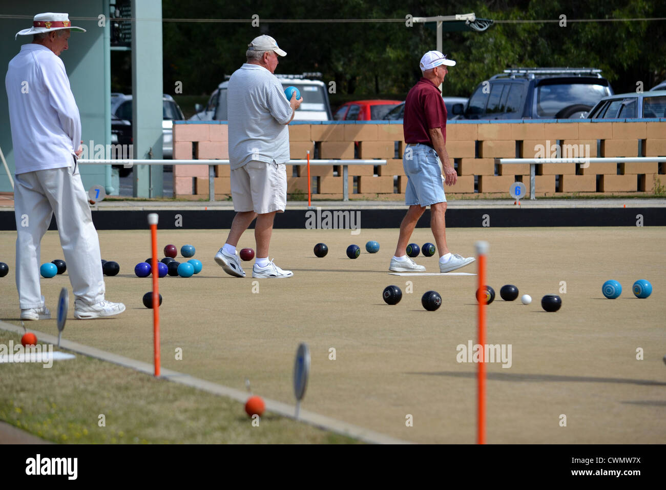 old people playing lawn bowls - Stock Image