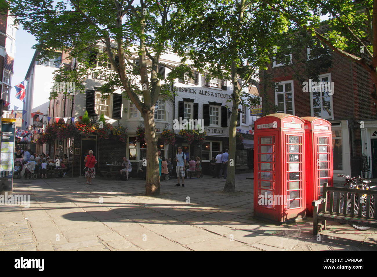The Princes Head Pub The Green Richmond Upon Thames Surrey - Stock Image