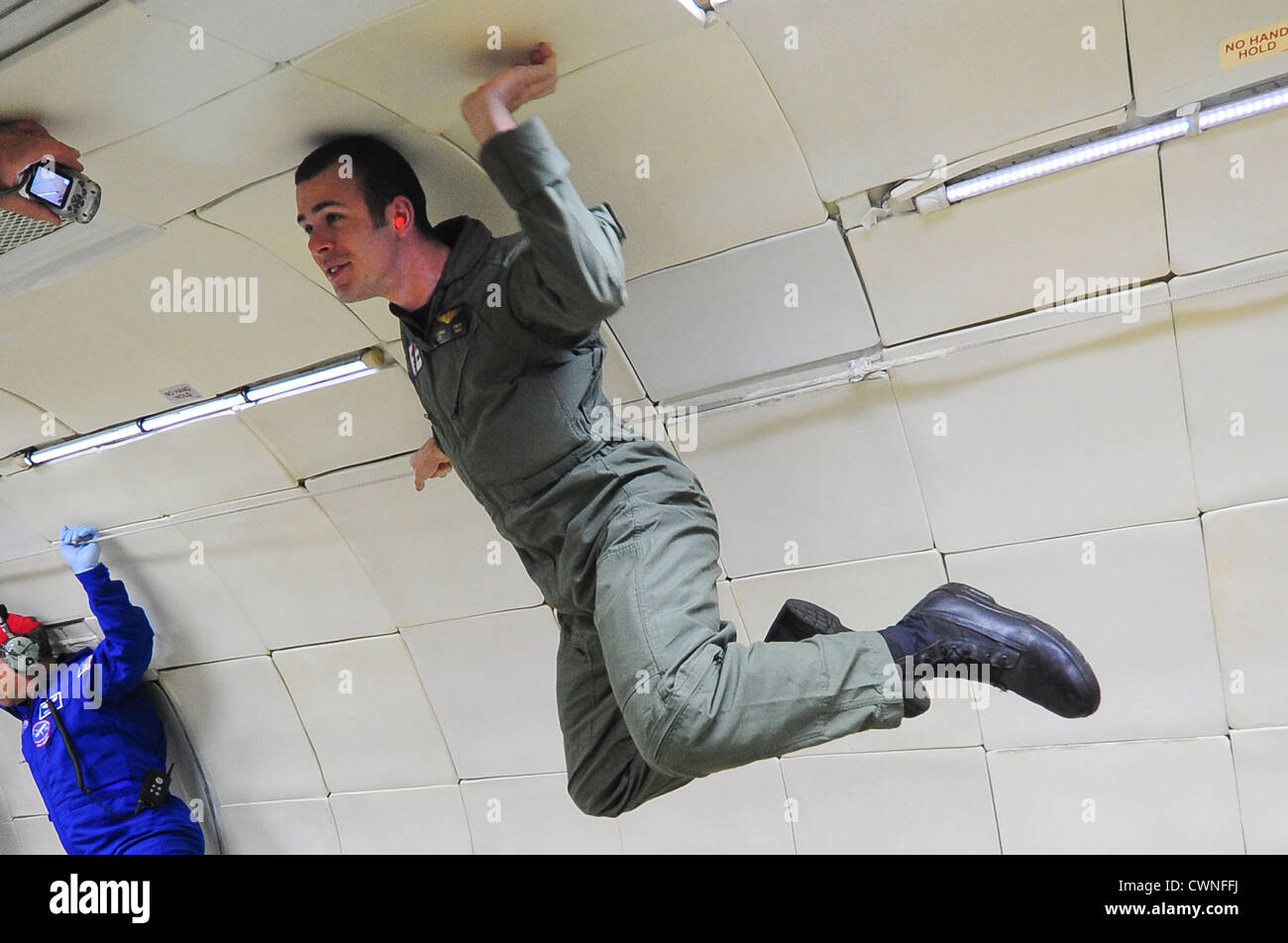 An avionics electrical technician with Air Station Houston experiences weightlessness for the first time aboard - Stock Image