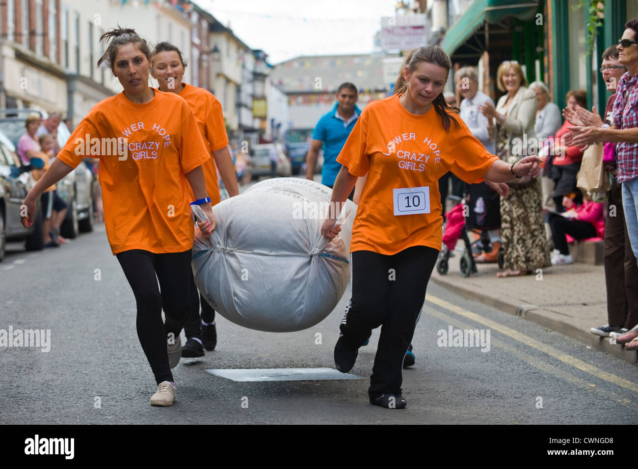 East European ladies team taking part in the annual World Championship Hop Pocket Race at Bromyard Herefordshire - Stock Image