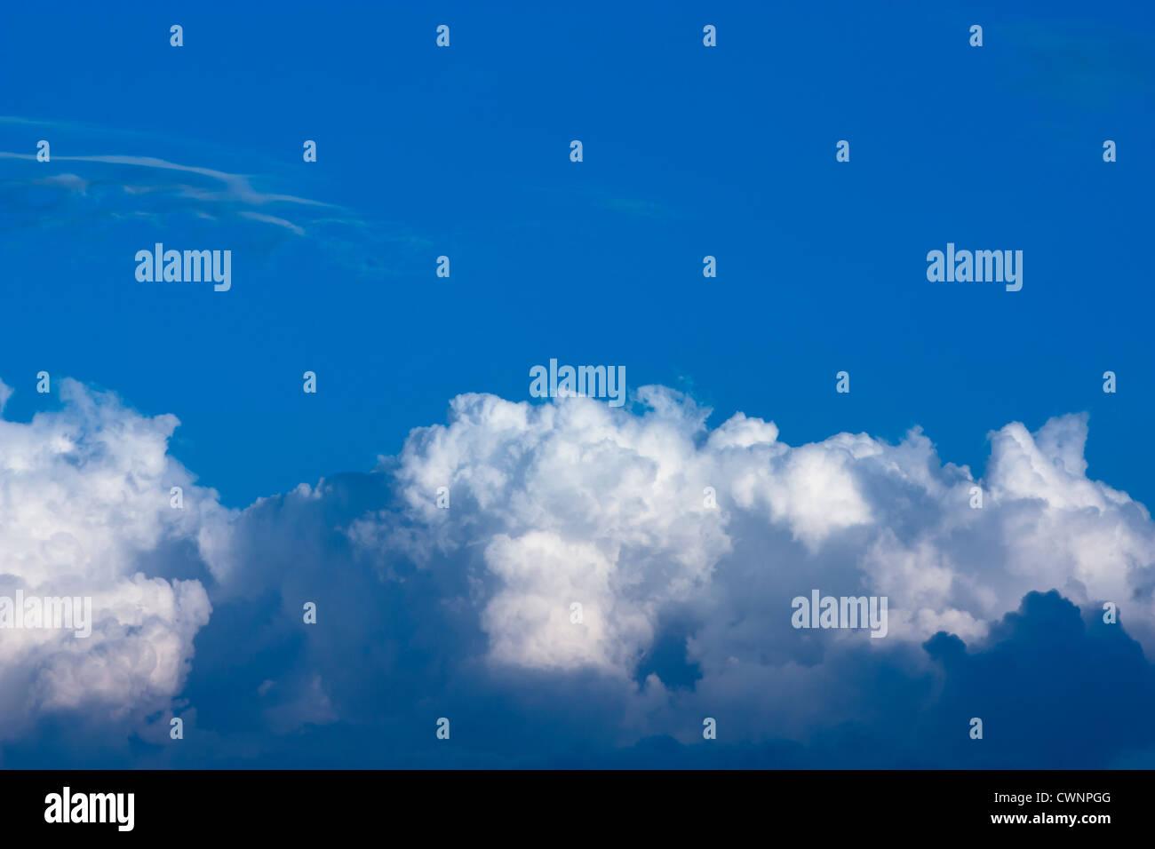 Wolken, Wolkenbank, Blauer Himmel, Clouds, Cloudbank, Blue Sky - Stock Image