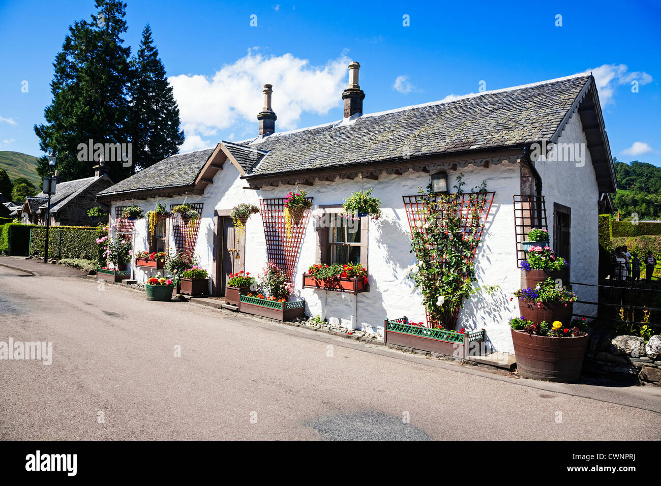 A colourful cottage in the Highland village of Luss, Scotland. - Stock Image