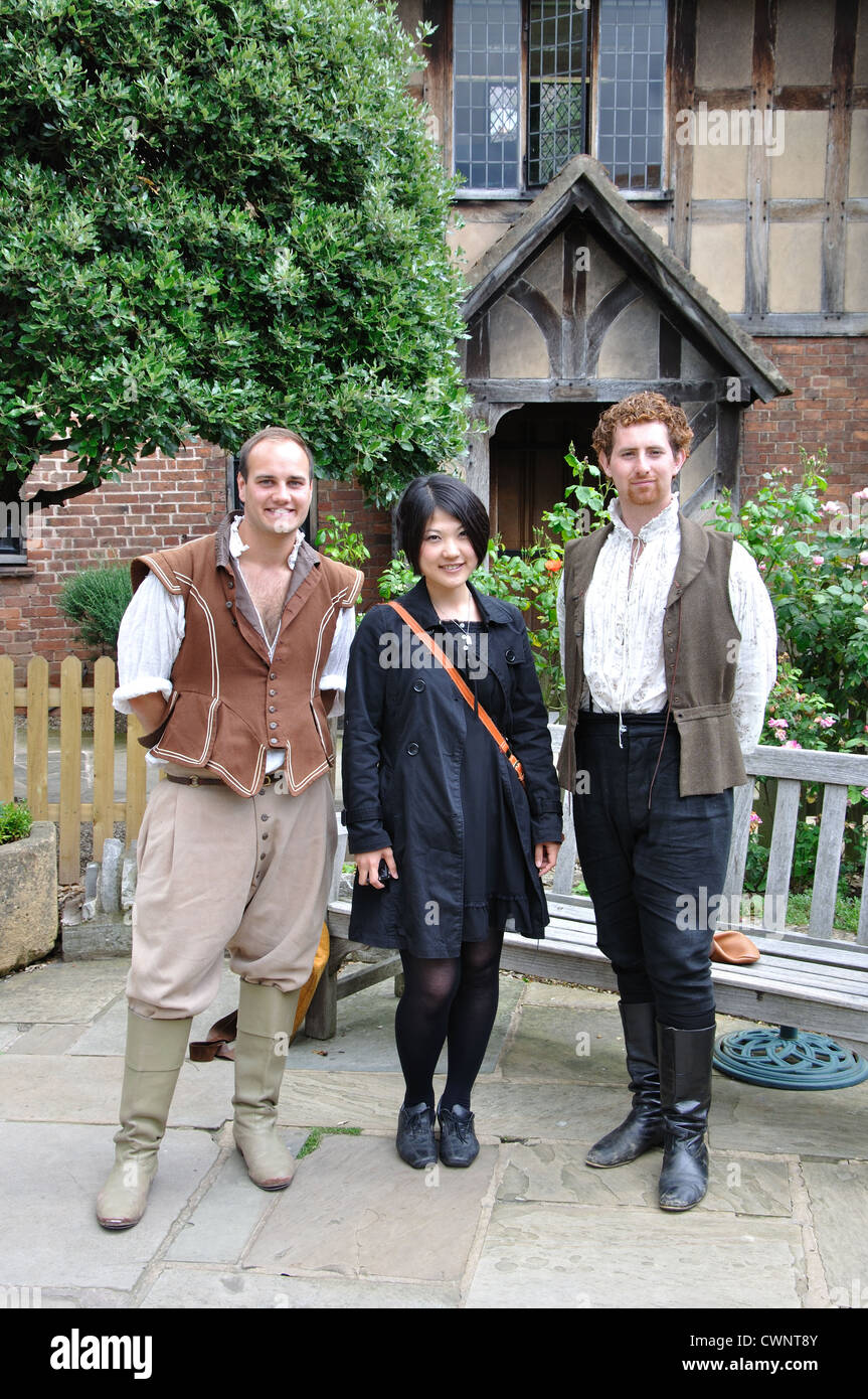 Japanese tourist posing in the garden of Shakespeare's birthplace with Shakespearean actors, Stratford upon - Stock Image