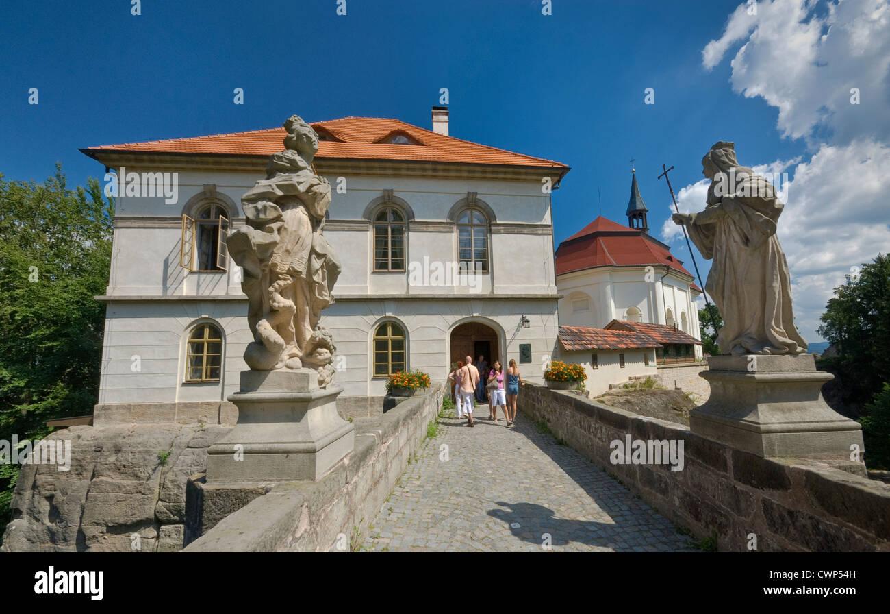 Statues on bridge in front of Valdštejn castle in Český ráj area in Liberecky kraj (Liberec Region), Czech - Stock Image