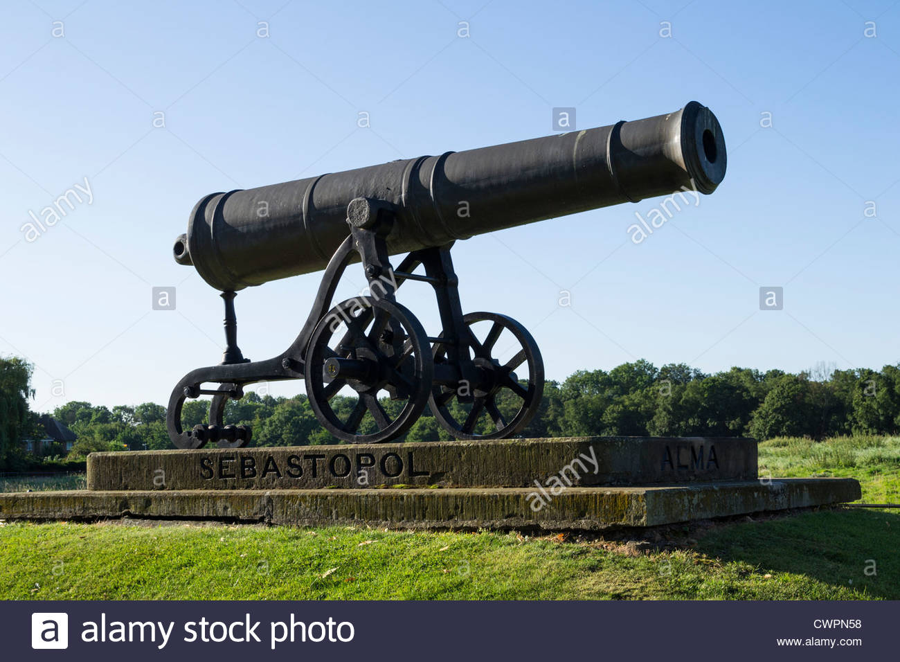The Sebastopol Cannon on Brampton Road, Huntingdon, England. - Stock Image