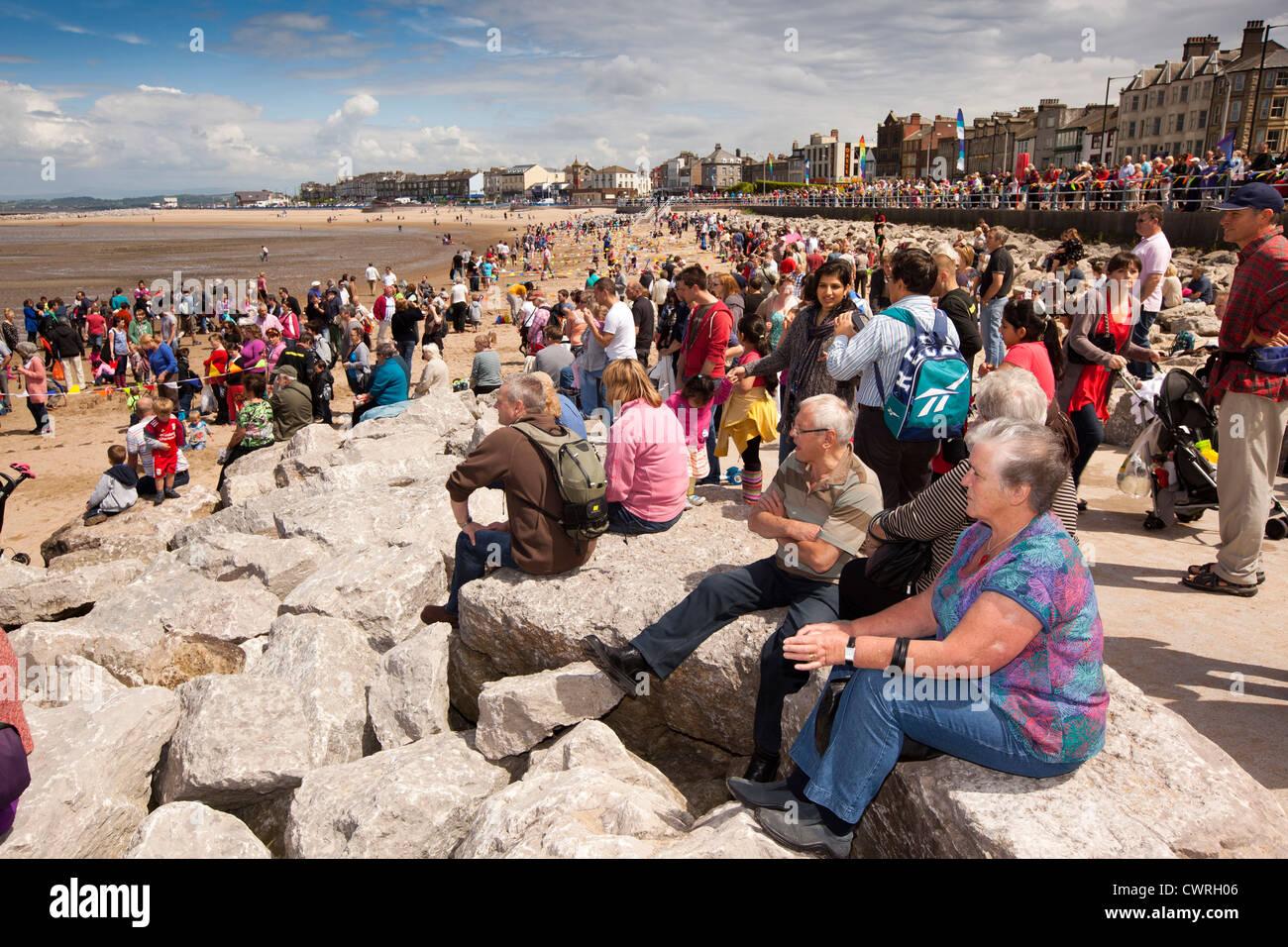 UK, England, Lancashire, Morecambe beach, crowds of visitors watching entertainment - Stock Image
