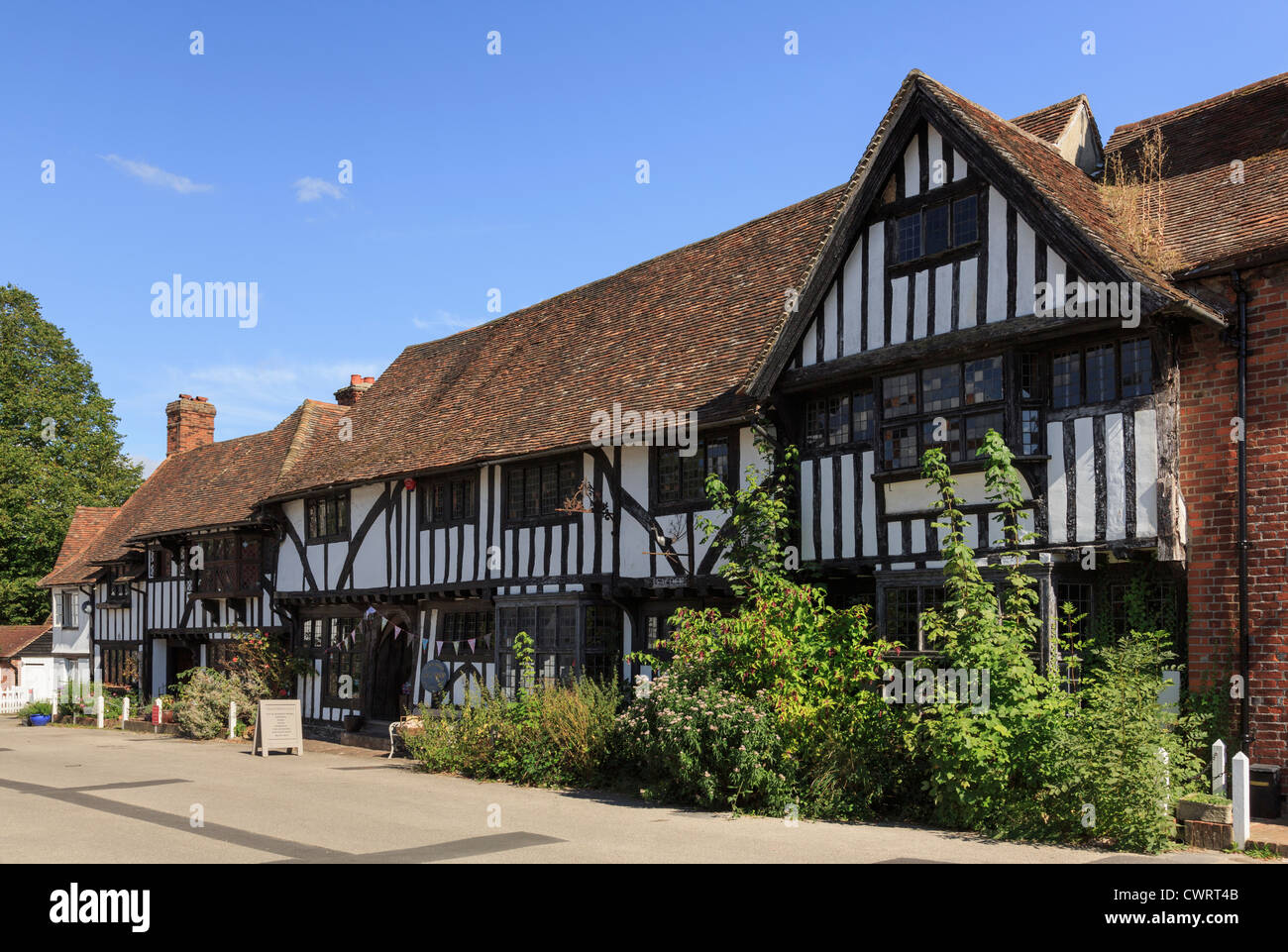 Row of timber-framed Tudor period houses in picturesque medieval Kentish village square, Chilham, Kent, England, - Stock Image