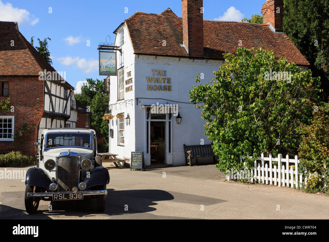Vintage Daimler car by the White Horse pub in historic village square in Chilham, Kent, England, UK, Britain - Stock Image