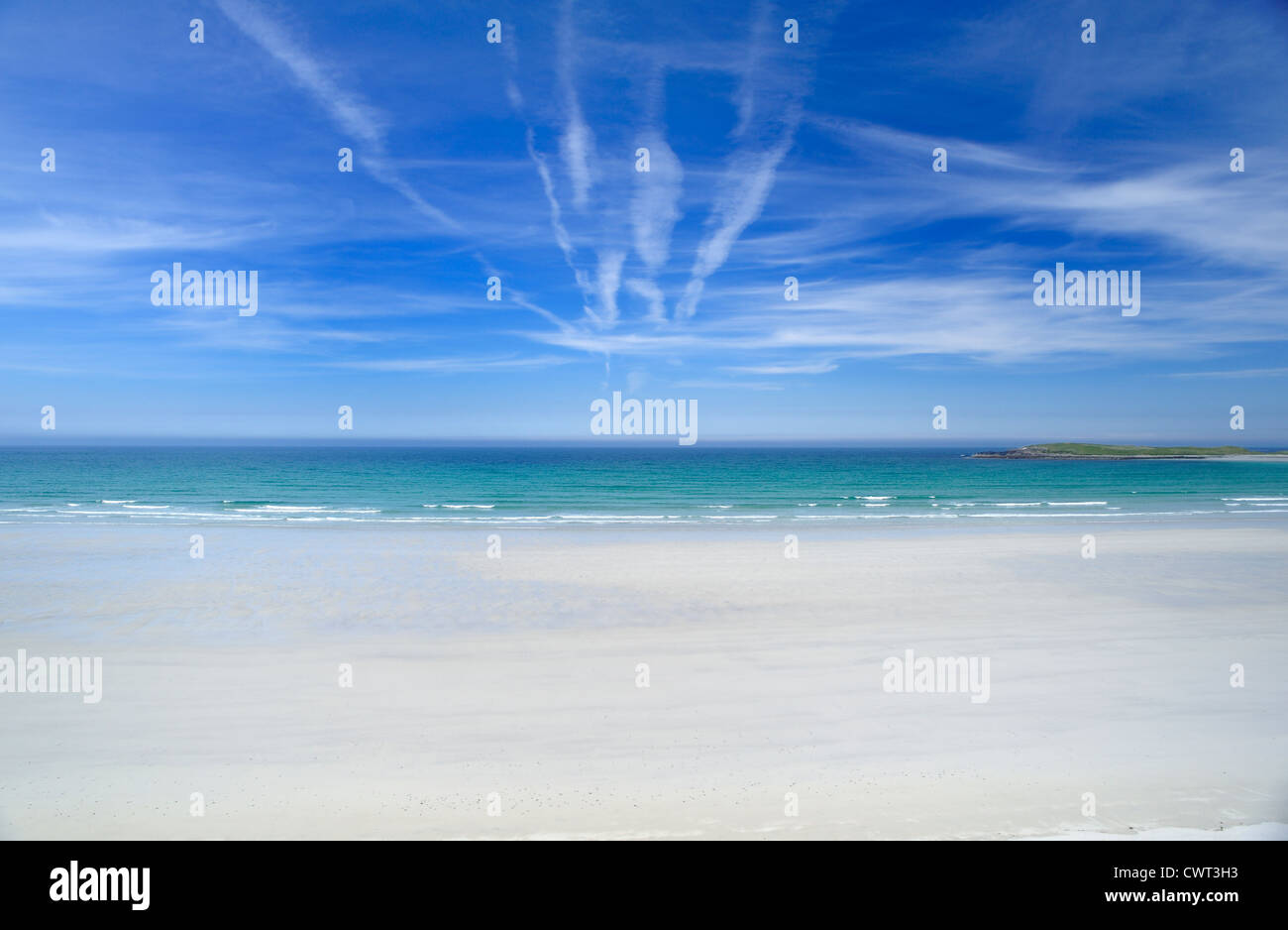 Blue sea framed in a curved white sandy beach - Stock Image
