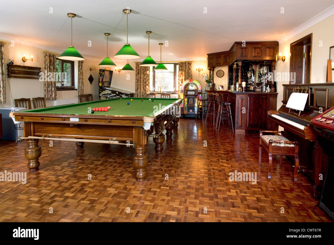 Home Games Room With Full Size Snooker Table Juke Box And Bar Stock - Bar box pool table size