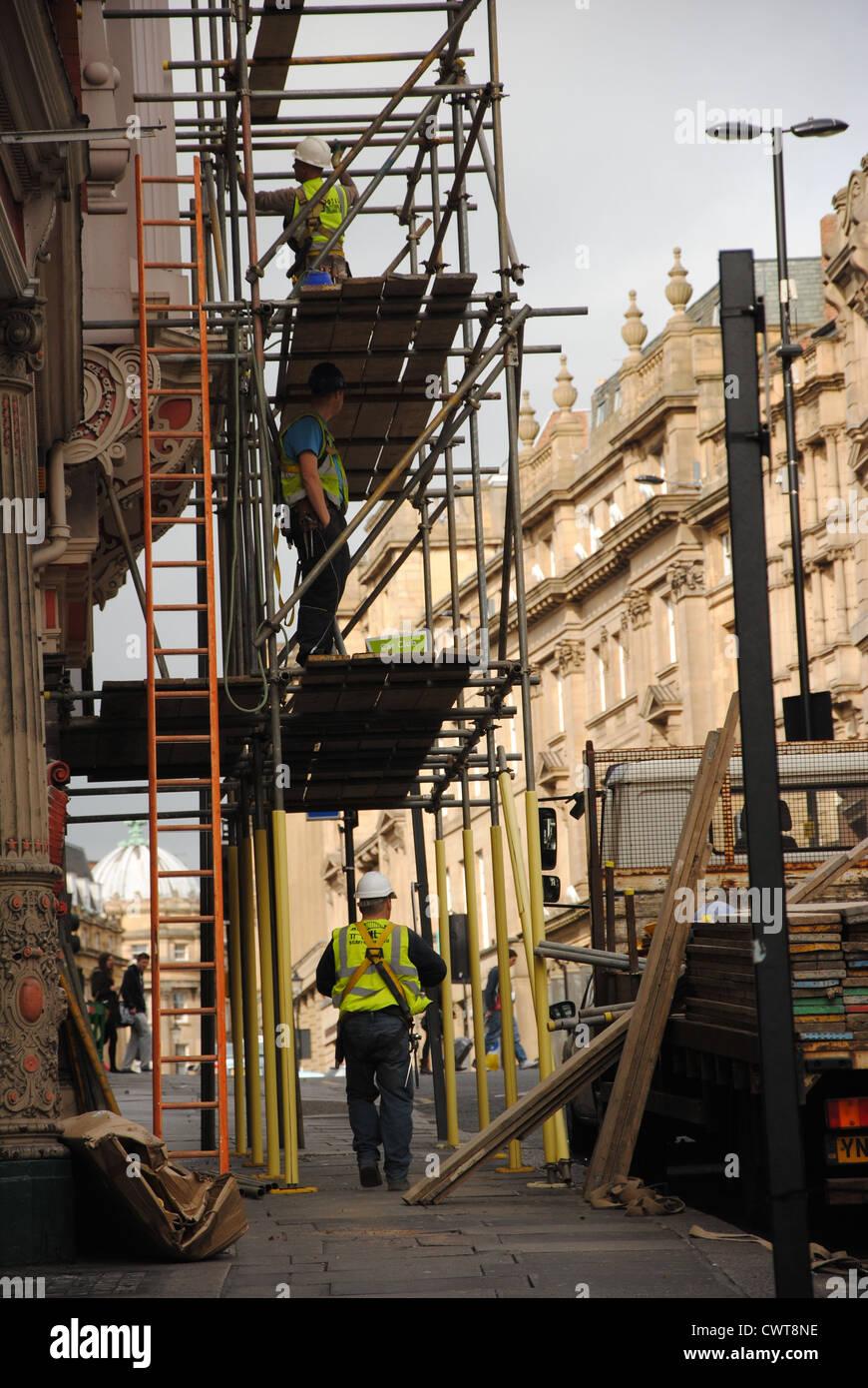 Scaffolders on Grey Street, Newcastle upon Tyne - Stock Image