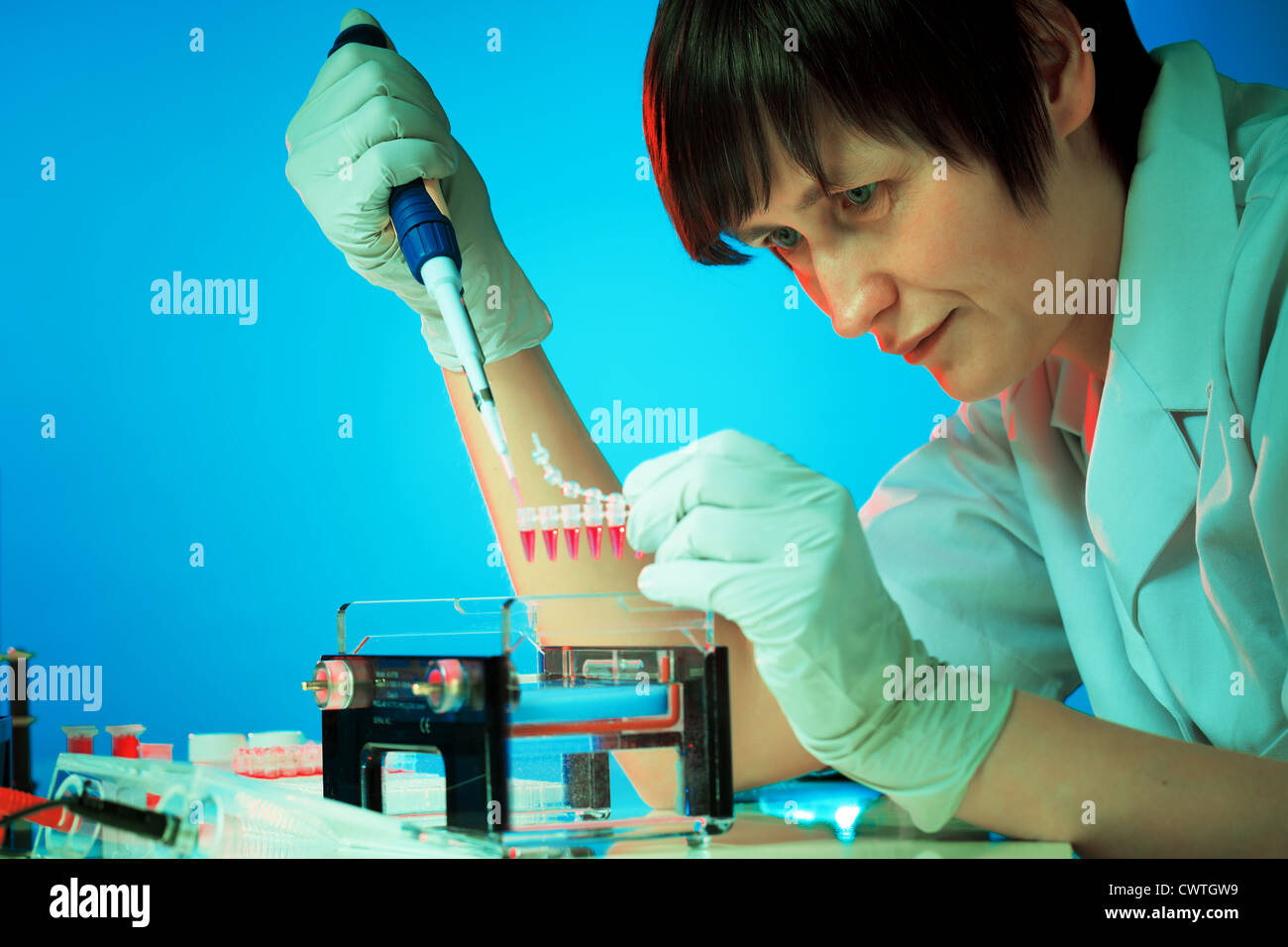 Girl experimenting with genetic material - Stock Image