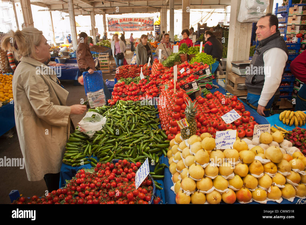 Türkei, Istanbul, Besiktas, Samstagsmarkt Abteilung Obst und Gemüse - Stock Image