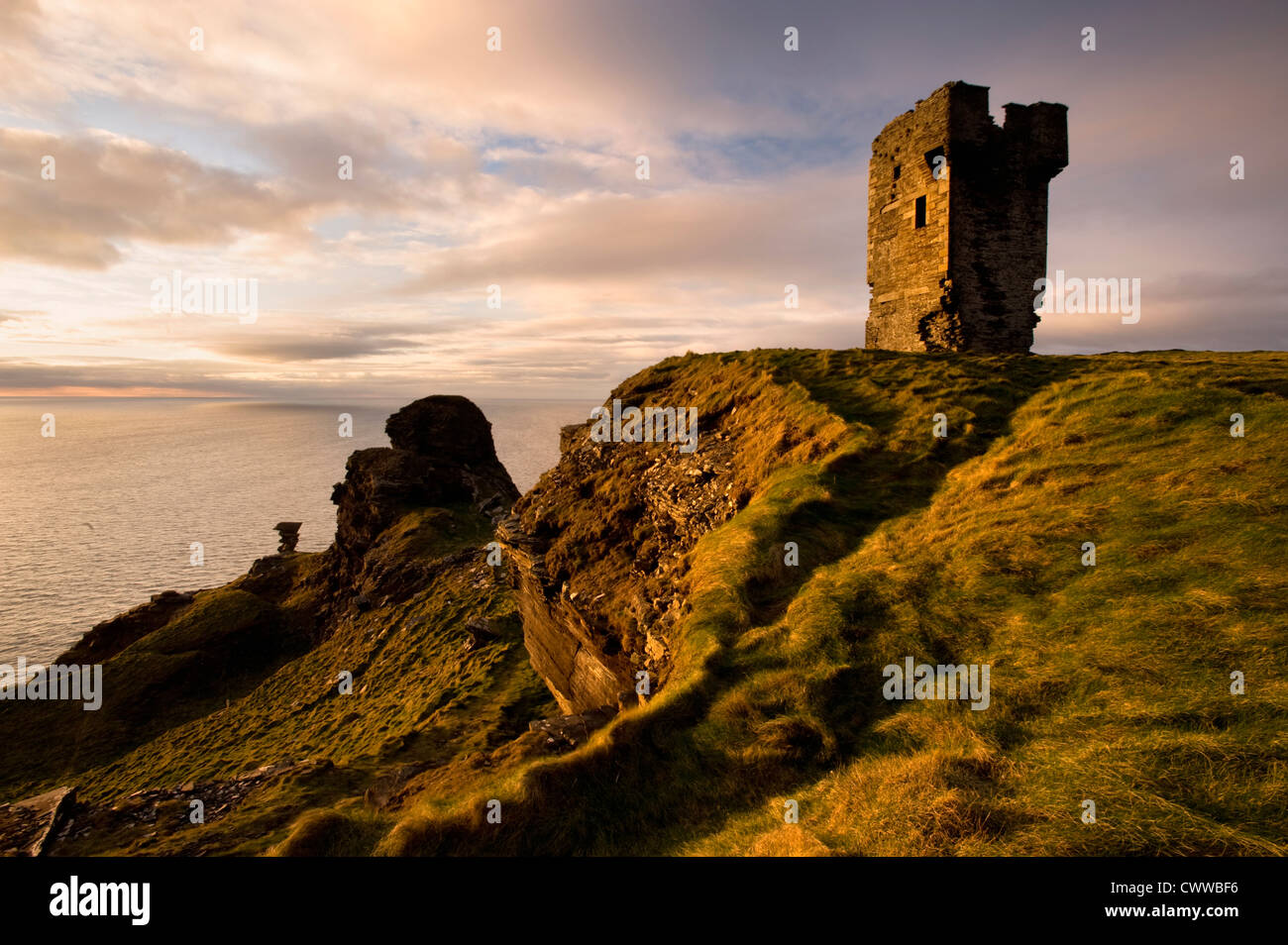 Stone ruins on rocky coastal cliffs - Stock Image