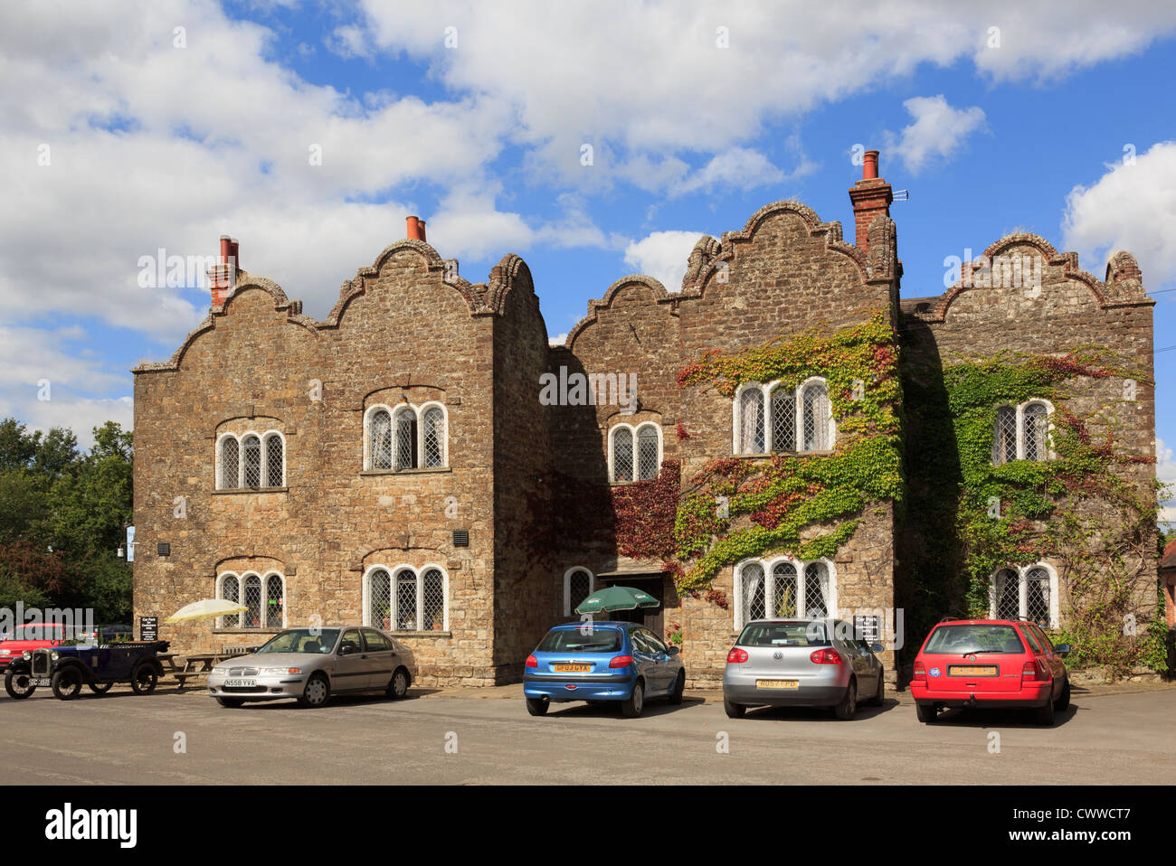 Dering Arms free house country pub gourmet restaurant and hotel supposedly haunted by a ghost of an old lady Pluckley - Stock Image