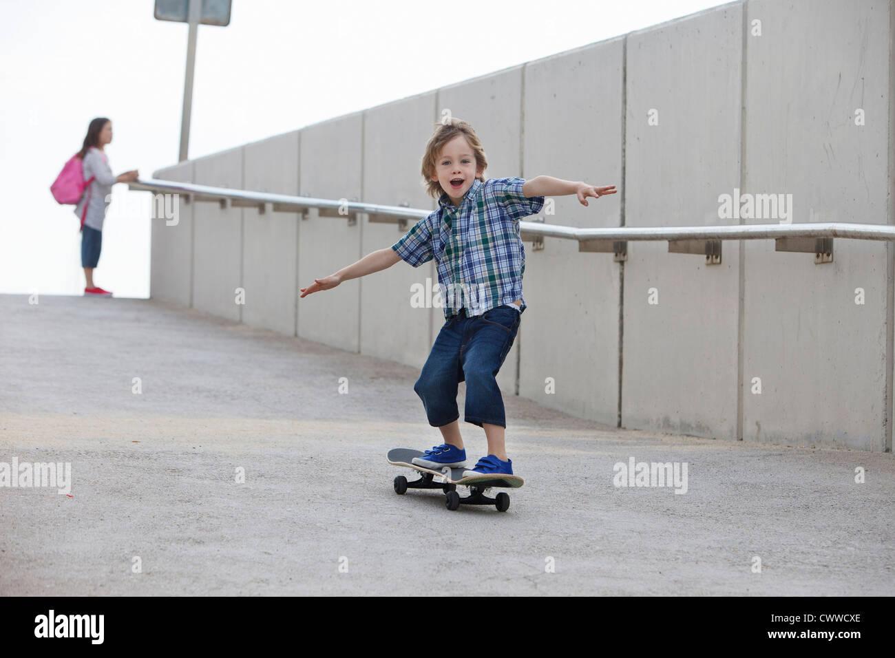 2147f3cb Skateboard Girl Ramp Stock Photos & Skateboard Girl Ramp Stock ...