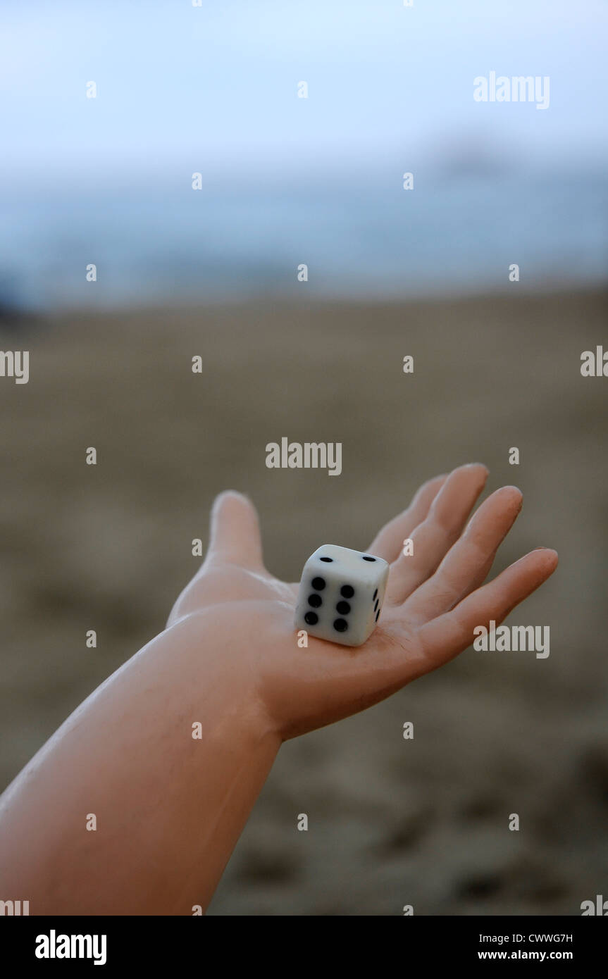craps whit six and two on a doll's hand on the beach - Stock Image