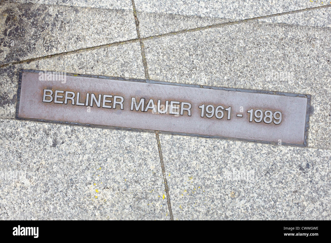 Berlin wall sign on the street, Berliner Mauer - Stock Image