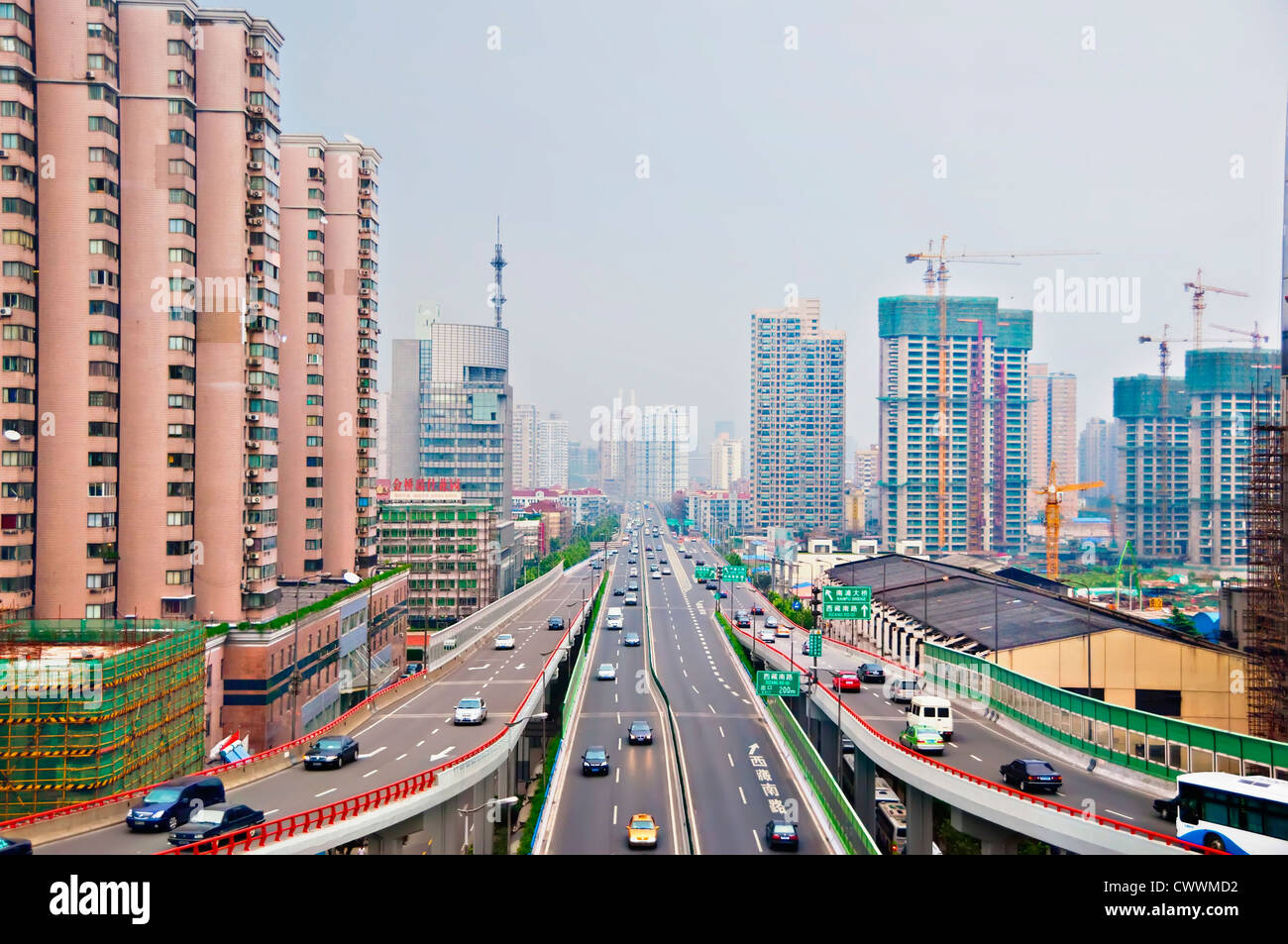 SHANGHAI, AUGUST 19, 2009: Early morning smog in the highly urbanized city of Shanghai, China on August 19, 2009. - Stock Image