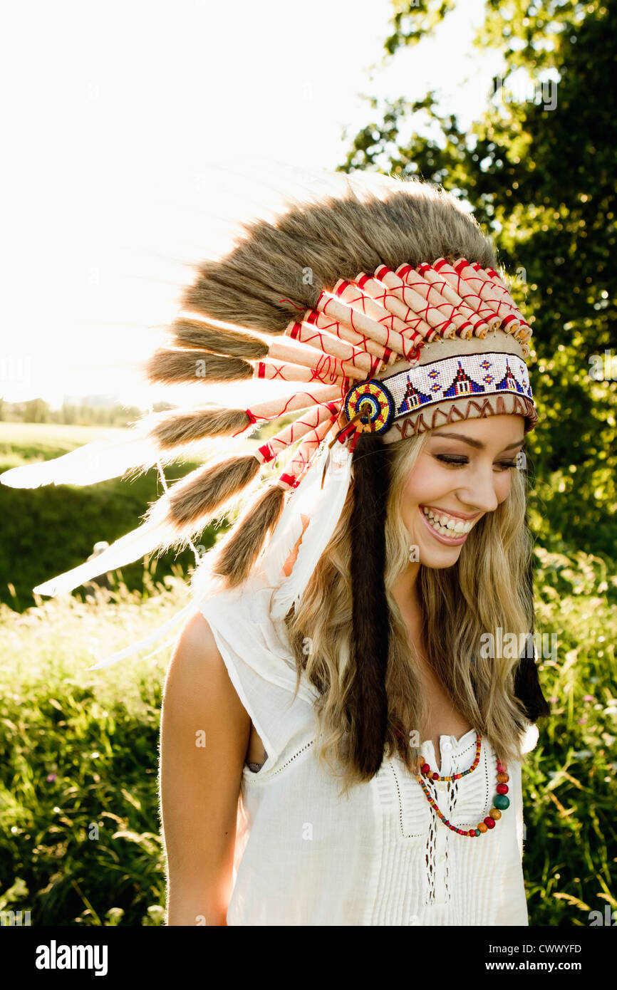 Woman wearing Native American headdress - Stock Image