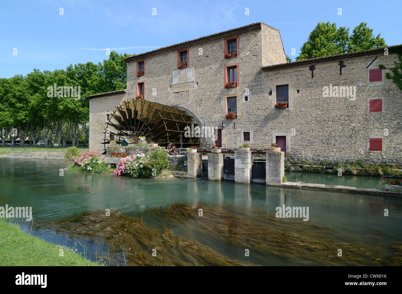 c19th Water Wheel Water Mill and River Robion Luberon Provence - Stock Image