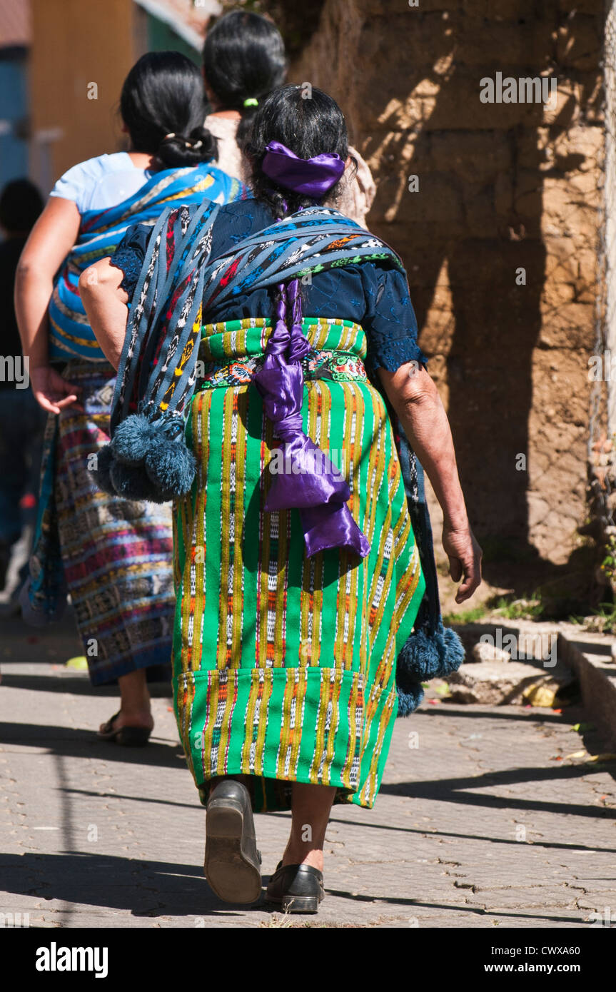 Mayan woman wearing traditional huipiles huipil blouse and corte skirt, Santiago Atitlan, lake lago atitlan guatemala. - Stock Image