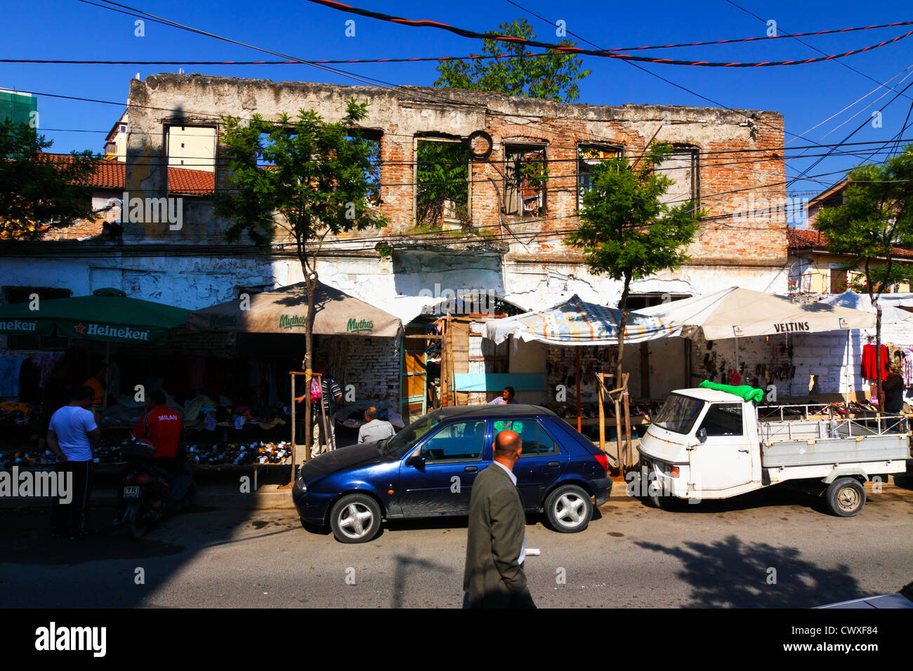 Ramshackle buildings and bazaar stalls in Tirana downtown, Albania - Stock Image