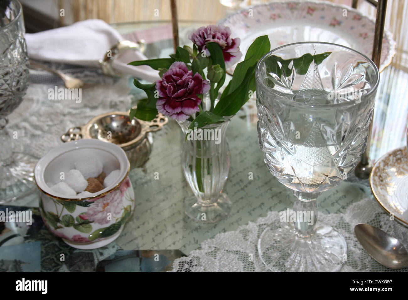 antique dinner setting porcelain china lace crystal dinnerware and silverware - Stock Image & Crystal Vases Stock Photos u0026 Crystal Vases Stock Images - Alamy