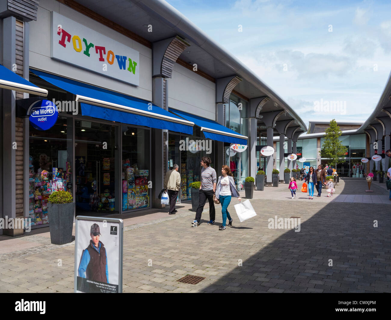 Shoppers at The Outlet shopping centre, Banbridge, County Down, Northern Ireland - Stock Image