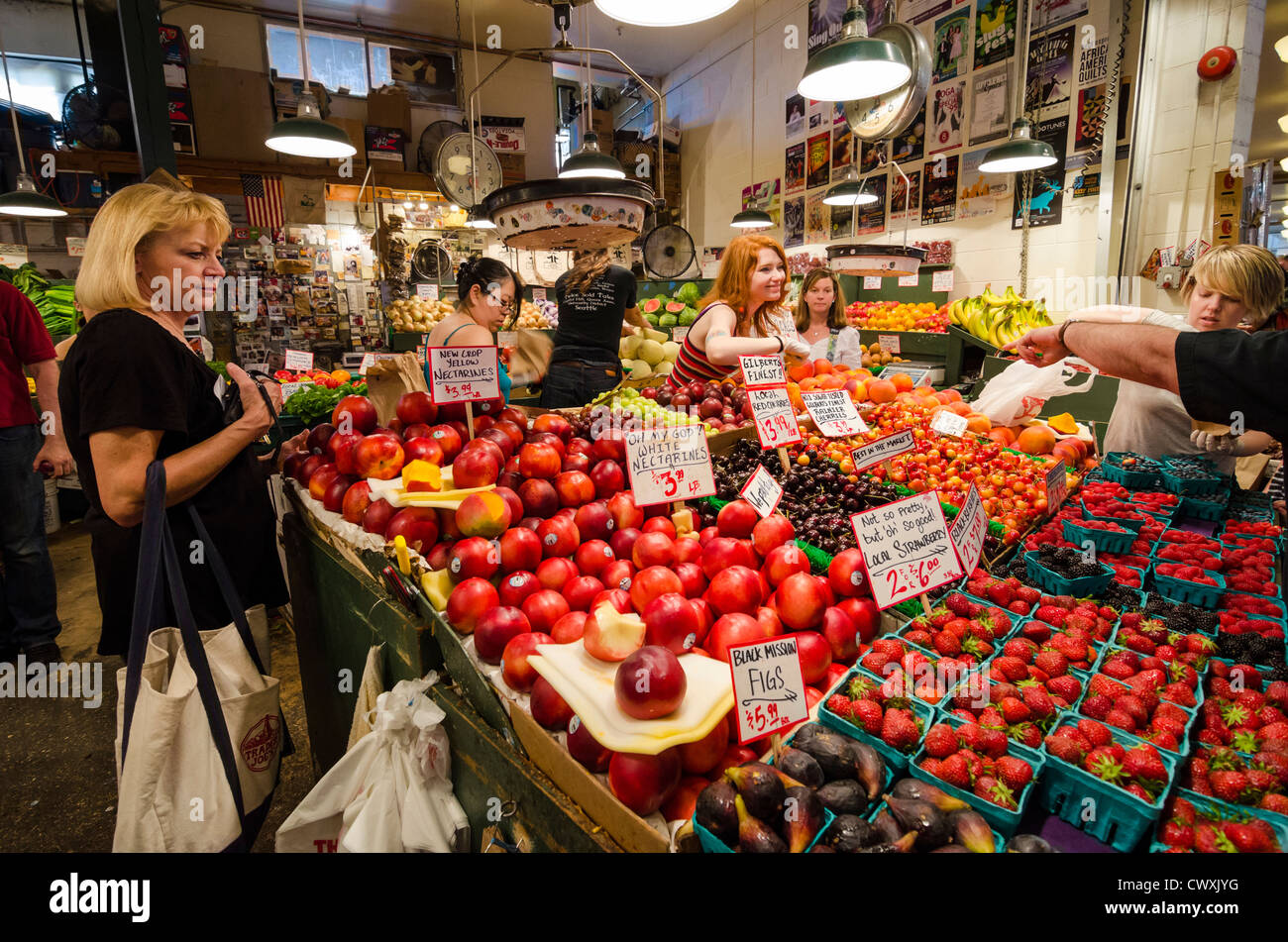 Market stall in Pike Place Market, Seattle, USA - Stock Image