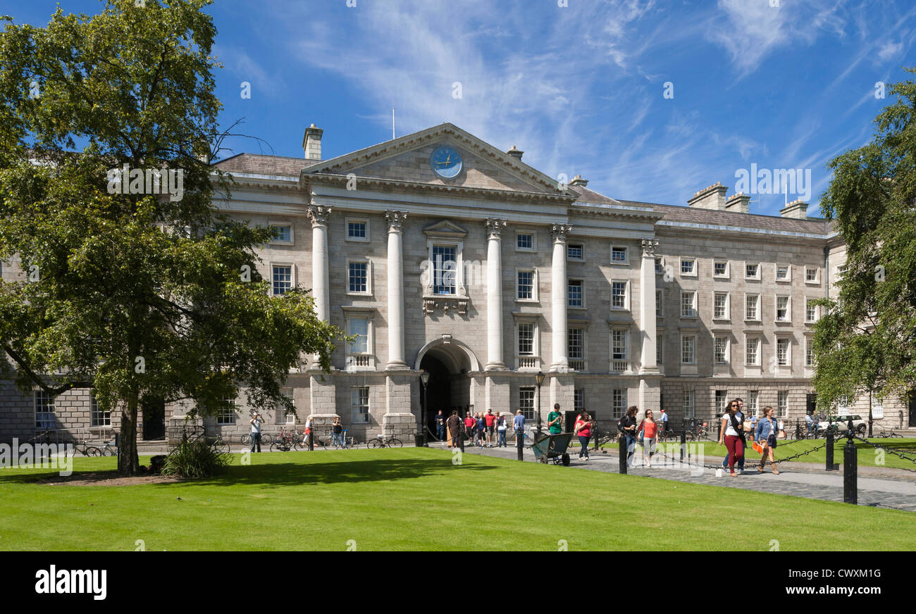 University Ireland - Trinity College, Dublin - School of Law and campus with university students walking in summer - Stock Image