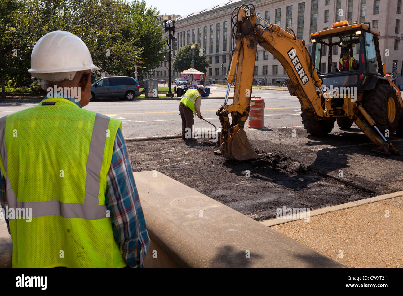 Safety engineer on a road construction site - USA - Stock Image
