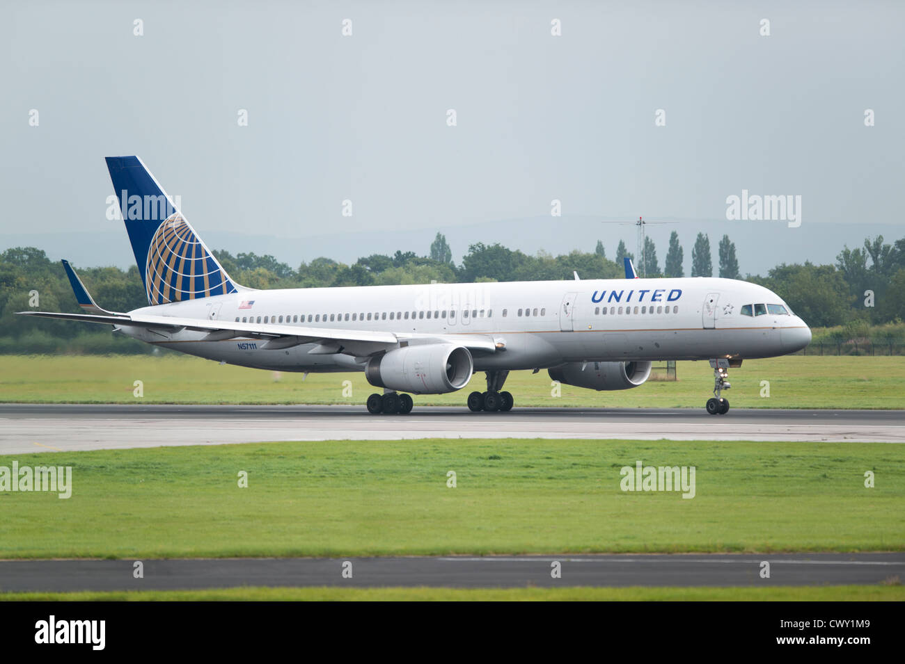 A United Airlines Boeing 757 about to take off from Manchester International Airport (Editorial use only) - Stock Image