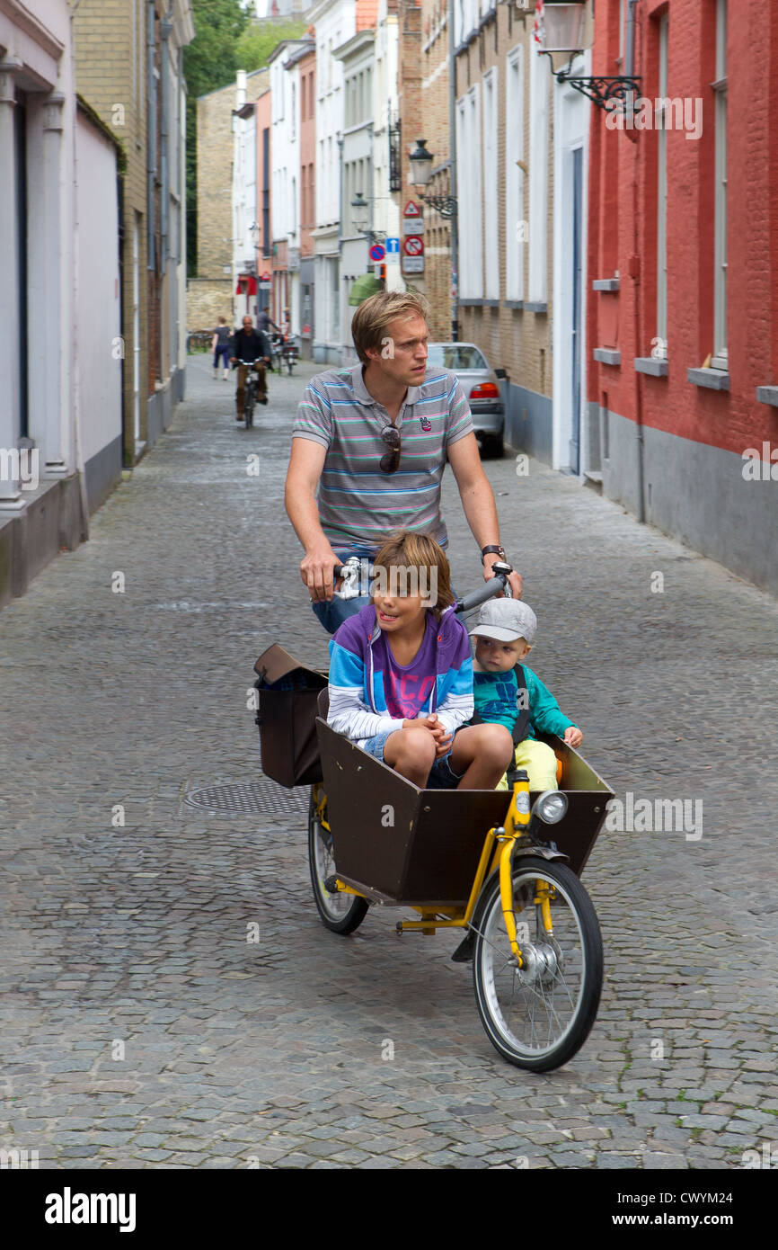 family travel bicycle bike father daughter son - Stock Image