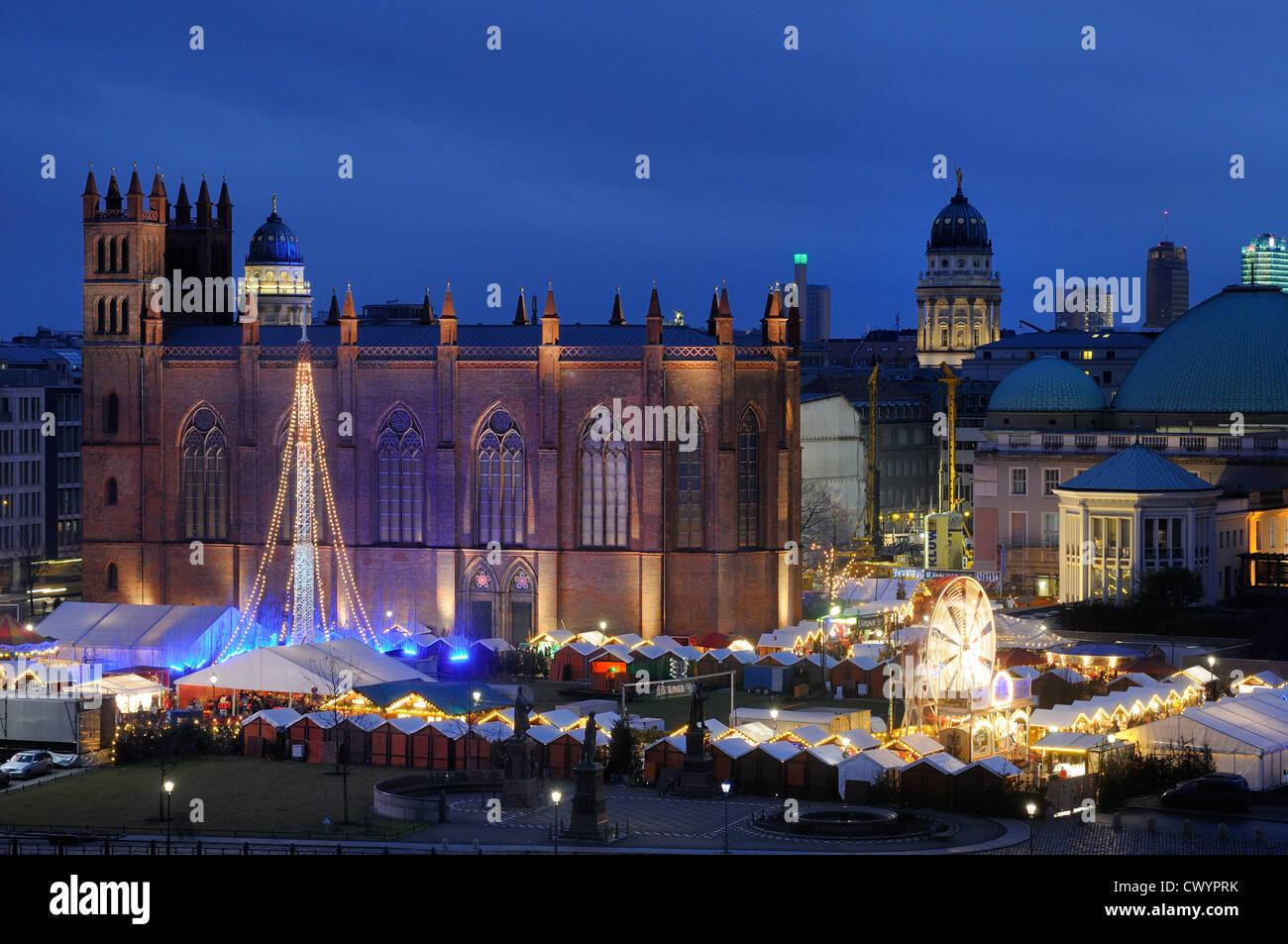 Christmas market at  Opernpalais, Friedrichwerderscher Kirche, Berlin Mitte, Berlin, Deutschland, Europa - Stock Image