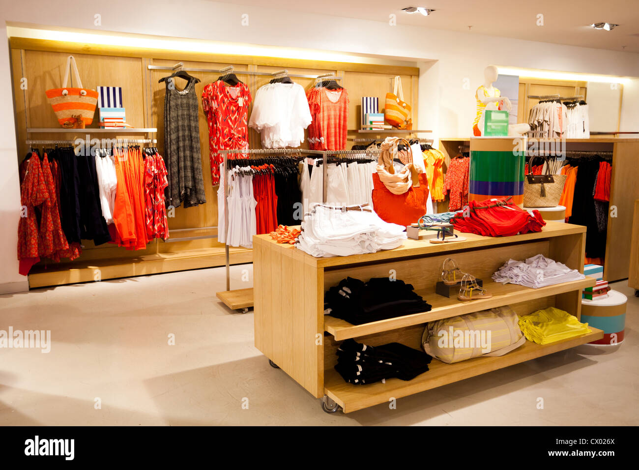 09e04f2741c interior of women's clothing store Stock Photo: 50403554 - Alamy